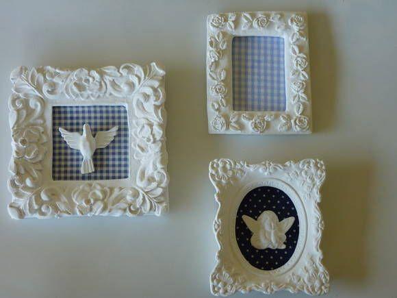 Trio de moldura com tecido ,decorada com divino,anjo e flor. <br>Contém dois mini quadro medindo 9x10,mais uma moldura quadrada medindo12x14.(rosa) e 12x12 (azul)