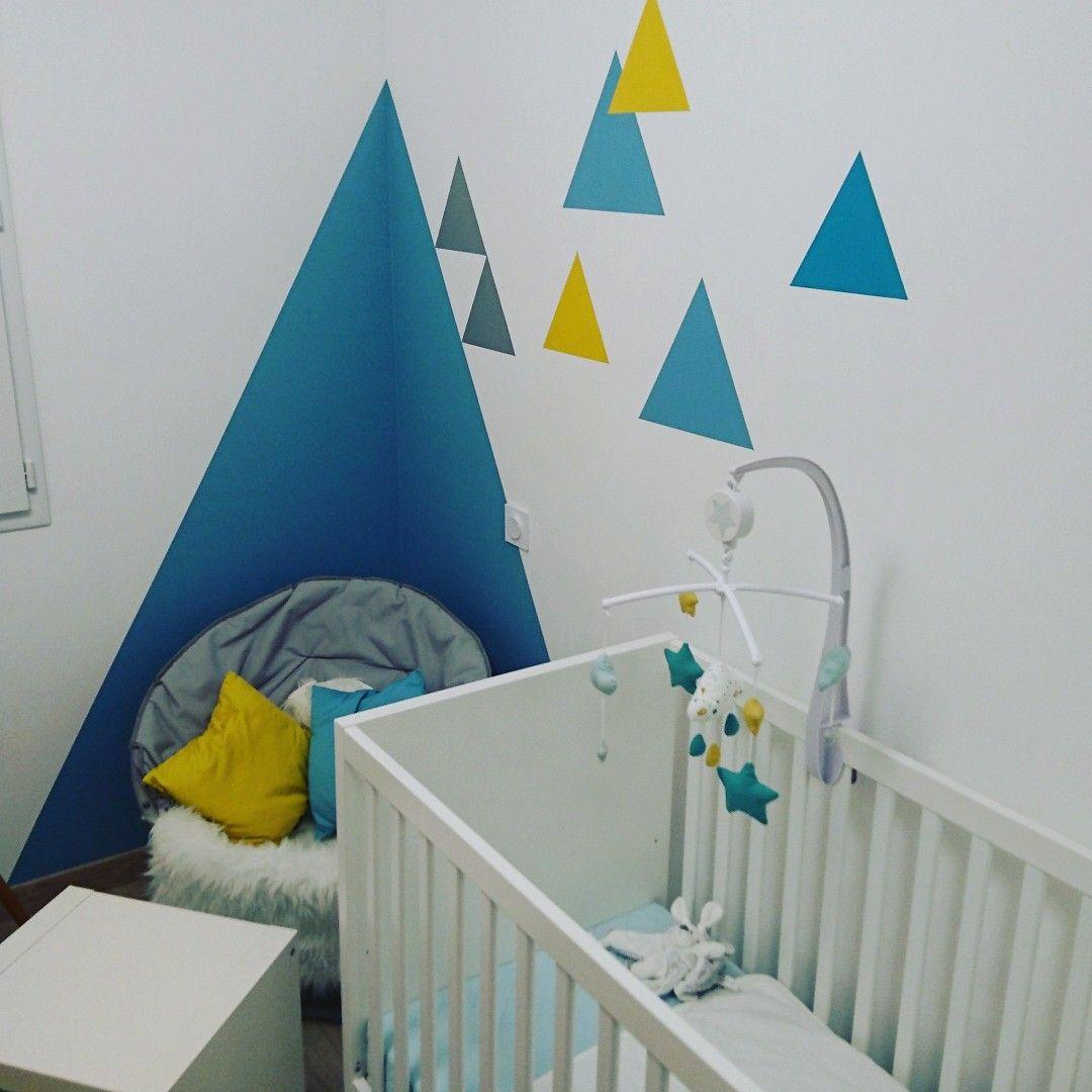 Chambre De Bébé: Triangles Réalisé à La Peinture (réf Leroy Merlin: Bleu  Baltique