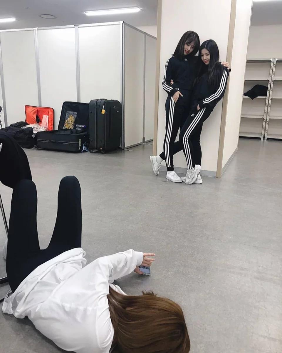 190225 Iz One Instagram Update With Yujin And Eunbi In 2020 Meme Faces Kpop Girls Japanese Girl Group