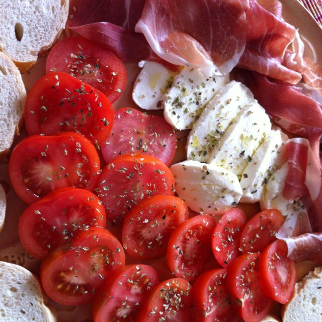Italian flavors... Cured Ham, fresh Tomatoes and Mozzarella, Oregano and Olives Oil. Not a fan of how regular ham tastes but I love prosciutto. Go figure. I would use that instead.
