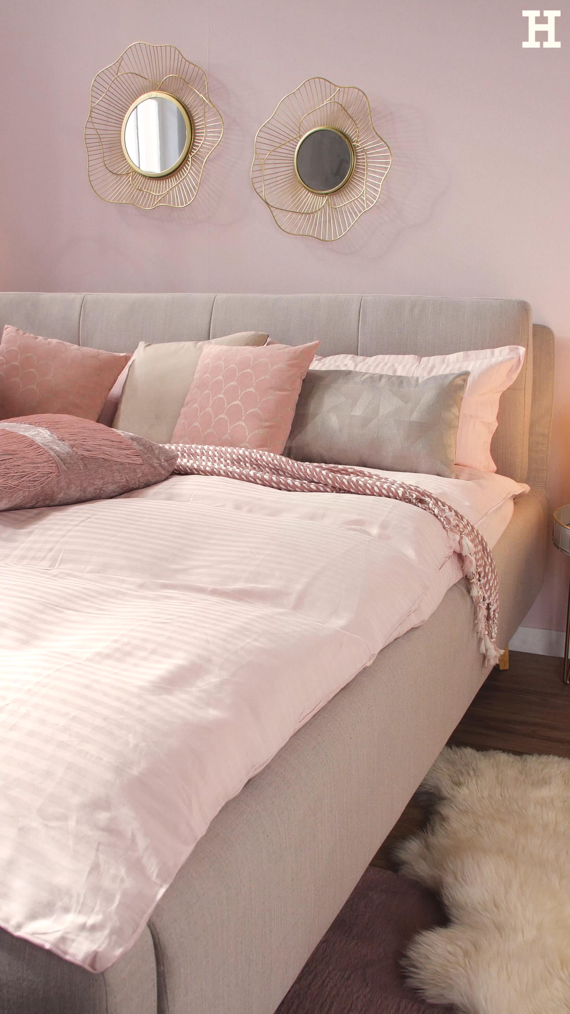 Einrichten In Rosa Und Gold Dein Interior Update Fur Wohnzimmer Und Schlafzimmer Tres Chic Shop The Look Mit Mobel Und Dekorati In 2020 Home Home Decor Room