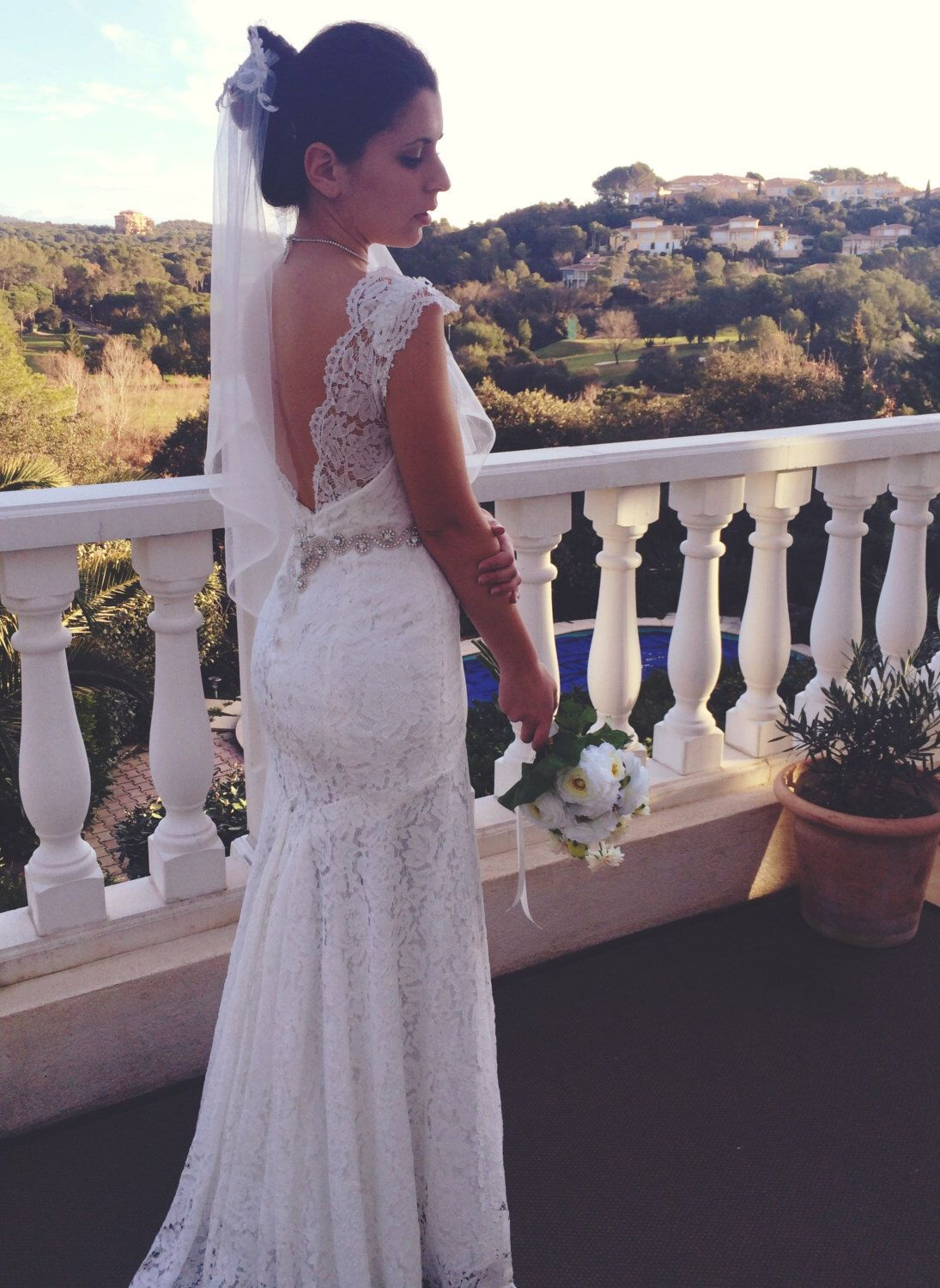 Lovely mermaid wedding dress big décolté back chantilly lace and