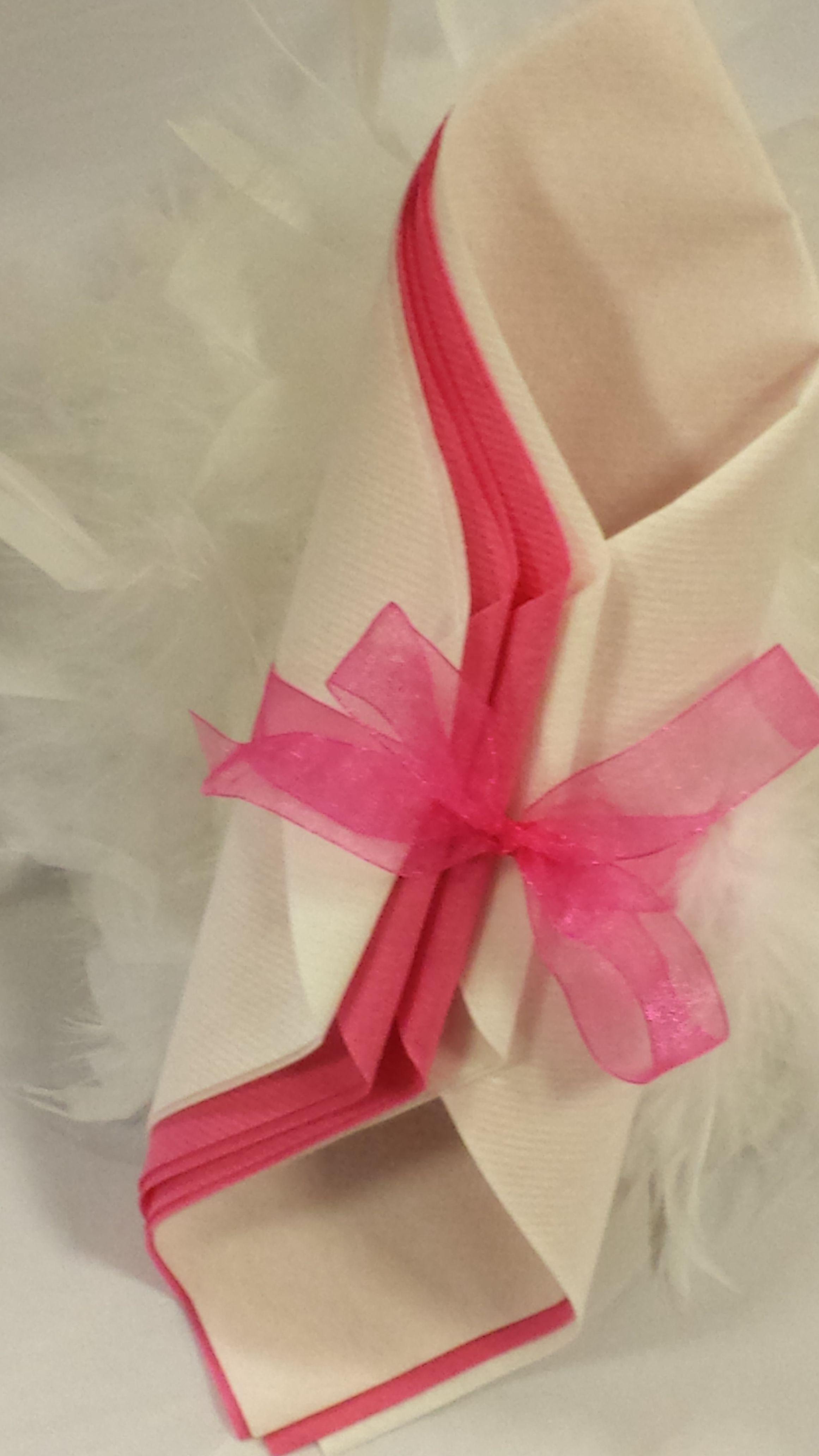 mariage chic rose et blanc pochette pliage de serviettes par inoubliable pinterest mariage. Black Bedroom Furniture Sets. Home Design Ideas