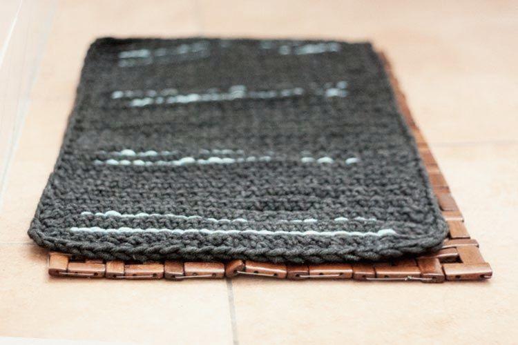 Tutoriale DIY: Cómo hacer una alfombrilla de baño de crochet vía DaWanda.com