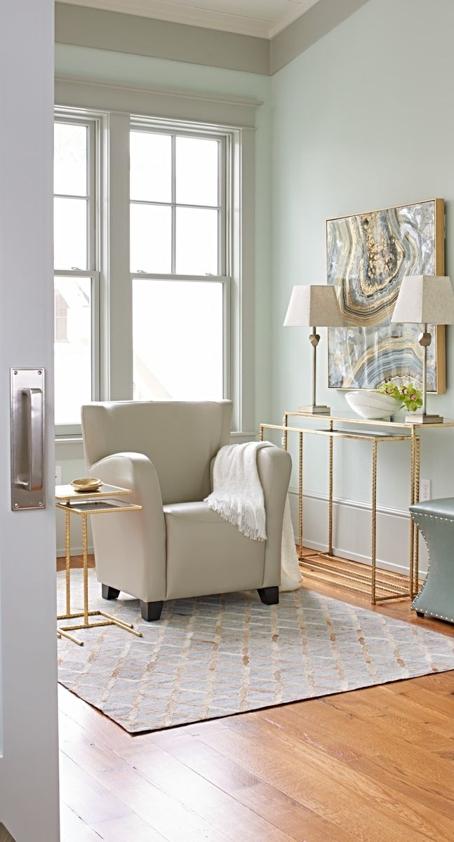Our Oxford Chair sports a space-friendly design with supportive cushioning. So at this compact size, it's a perfect fit for virtually any space and budget.