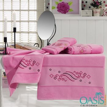 One Of The Best Wholesale Bath Towels Suppliers In Usa Their Range Of Beach Towels Includes Beach Towels For Kids Beach Towel With P With Images Towel Set Bath Towel Sets