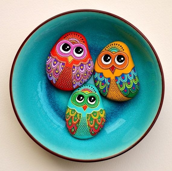 https://www.etsy.com/listing/266969930/hand-painted-stone-owl?ref=shop_home_active_3                                                                                                                                                      Más