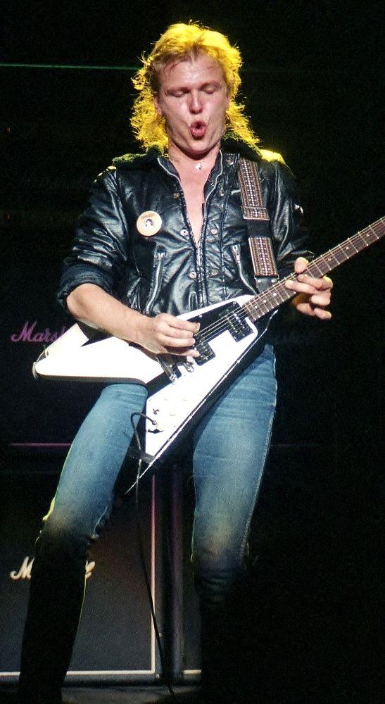 Eddie Van Halen & Michael Schenker E947f6a7a12b4b4328b1e47404f4caaf