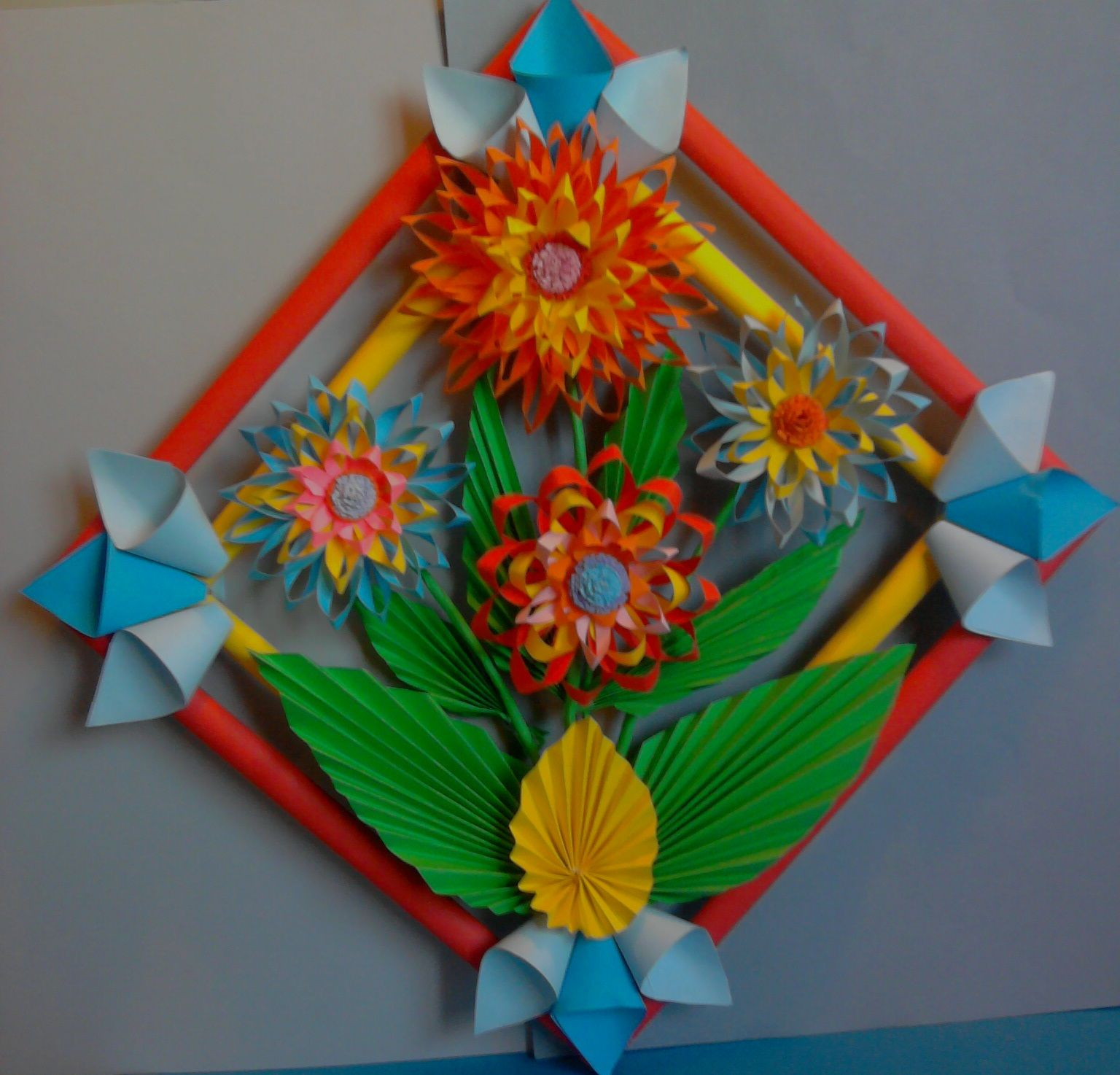 Kwiaty Z Papieru Ikebana Prace Plastyczne Dariusz Zolynski Flowers Paper Paper Flower Prace Z Papieru Crafts Paper Flowers How To Make Paper Flowers