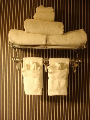 Hanging Bathroom Towels Decoratively. How To Hang Bathroom Towels Decoratively