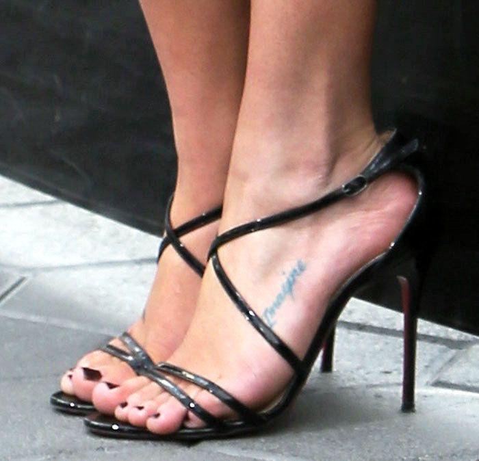 b781e7b74d80 Emilia Clarke in Christian Louboutin x Jonathan Saunders sandals ...