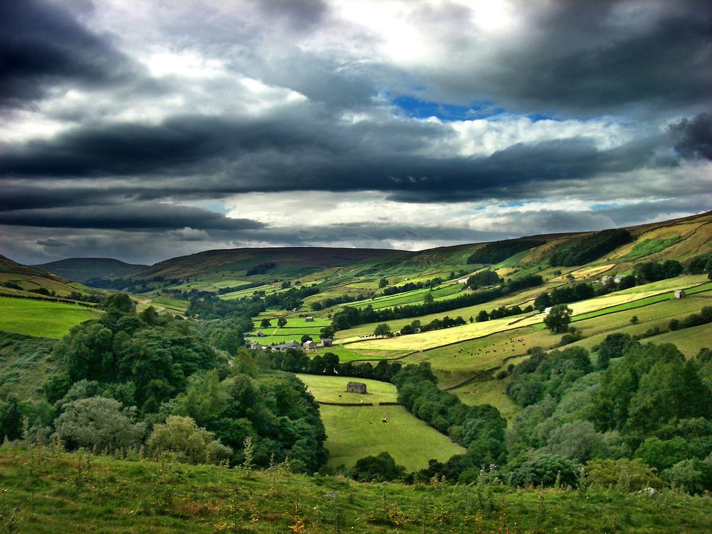 Don t forget the countryside when you go to the uk for Countryside wallpaper for walls