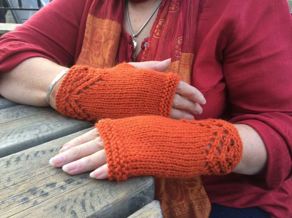 Free Pattern - Lace cuffed fingerless gloves | Fingerless ...