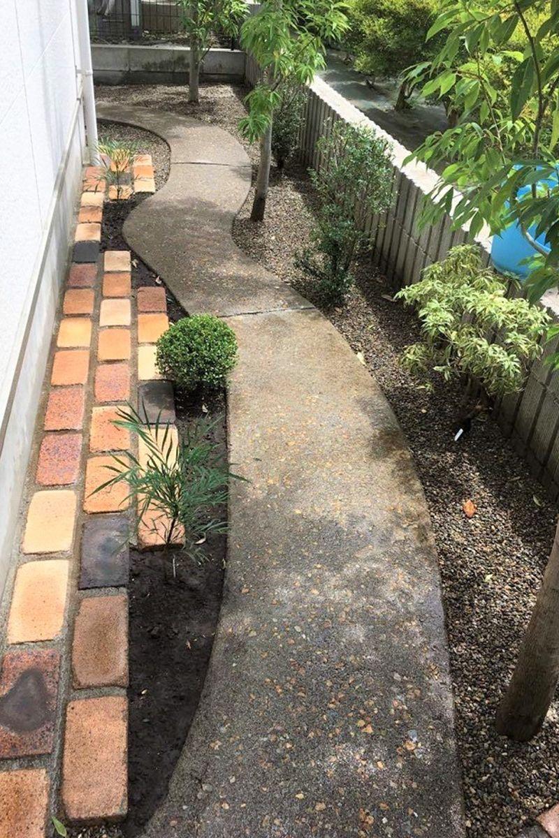 庭を巡るアンティークレンガの小道 庭 アンティークレンガ お庭