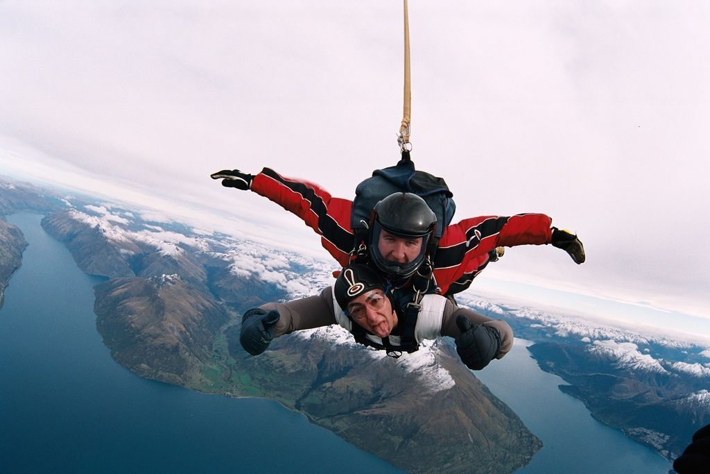 New Zealand Is One Of The Best Places To Skydive In The World Find Out Why In This Guide Skyd In 2020 Best Places To Skydive North Island New Zealand Lake Wakatipu