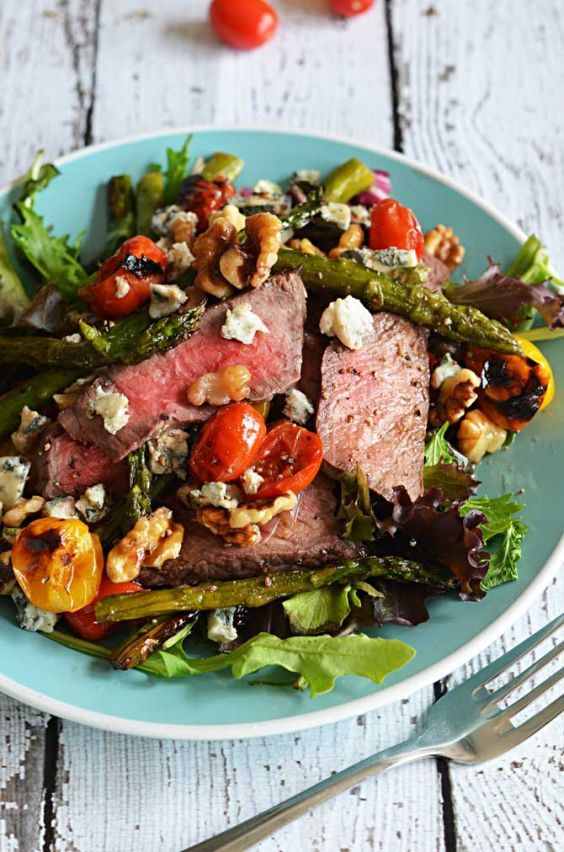 19 Healthy Sandwiches and Salads That Will Warm You Up | Greatist  Roasting the tomatoes and asparagus right alongside the steak makes sure that the veggies can soak up some of the meat's juices while cooking for maximum flavor. Tossed onto spring lettuce and topped with walnuts and gorgonzola cheese, this colorful medley rivals the salads at even the best restaurants.