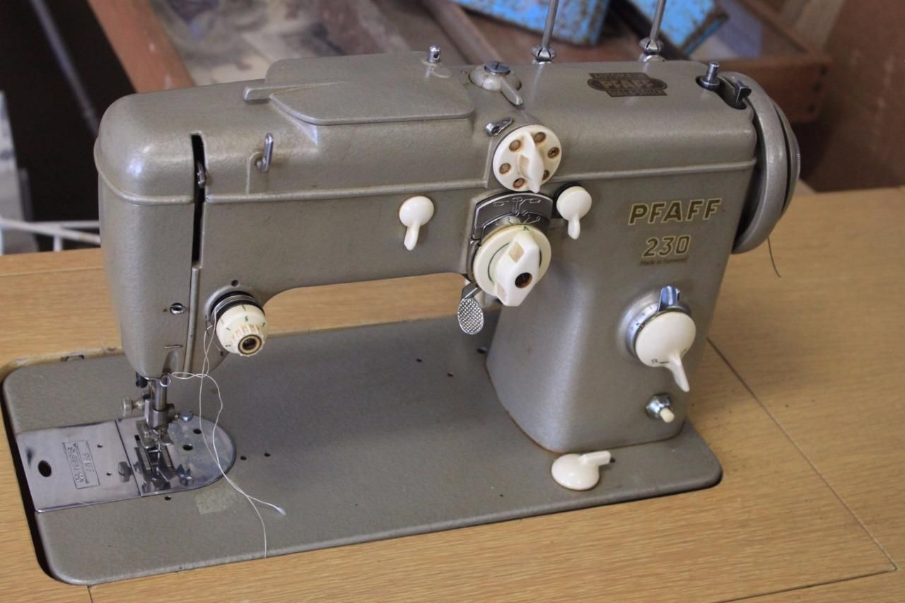 Vintage Pfaff 230 Dial A Stitch Made in Germany Sewing Machine and Cabinet  | eBay