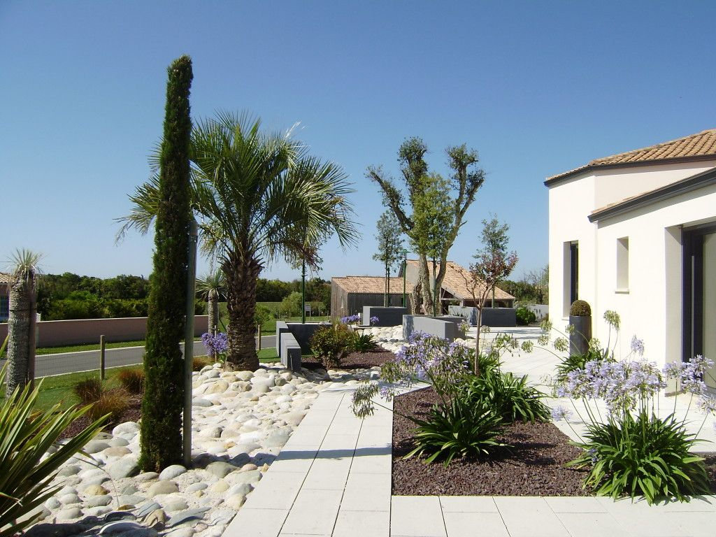 Jardin contemporain jardin m diterran en une cr ation for Amenagement jardin mediterraneen