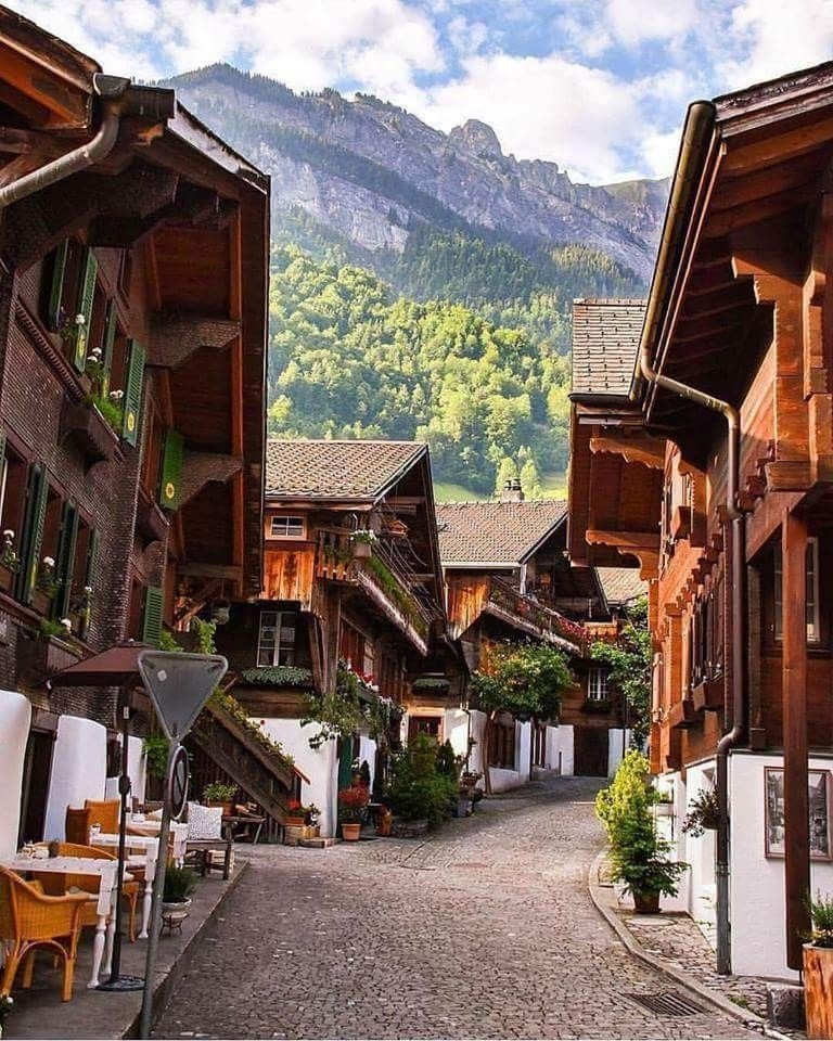 La Coqueta Ciudad De Brienz En Suiza Lugares Hermosos Lugares Exóticos Destinos Viajes