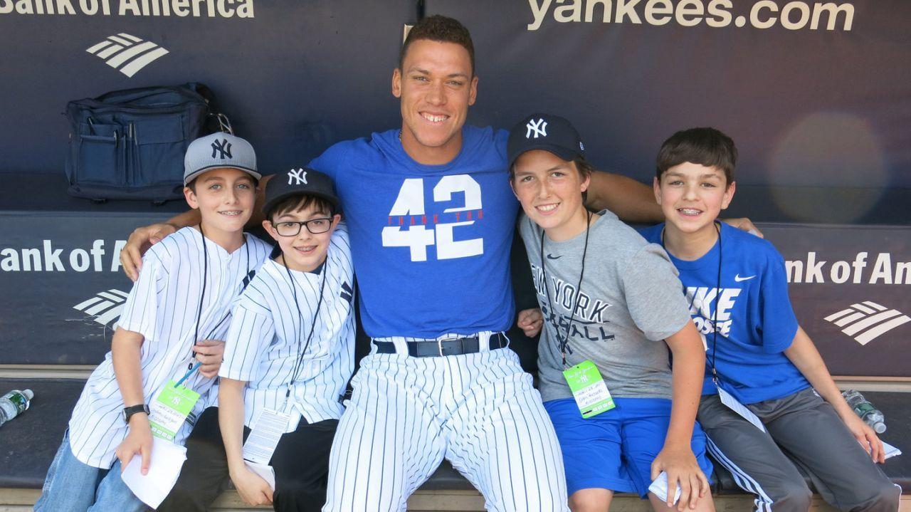 Yankees Star Outfielder Talks With Li Kids Yankees Yankees Baseball New York Yankees