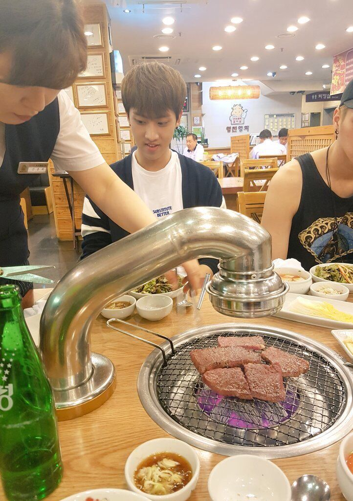 "160529 KNK's Tweet ""@KNKOfficialYNB 고기가 빨리 먹고픈 인성이…"" Inseongie who wants to eat the meat quickly… Translated by KNK International © TAKE OUT WITH FULL CREDITS"