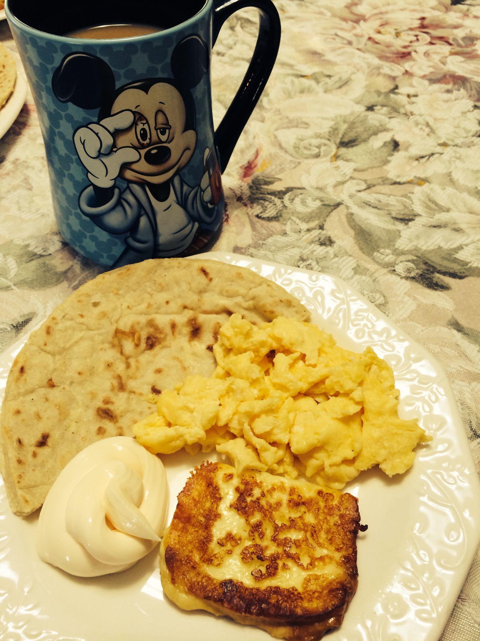 Desayuno t pico costarricense s lo falt el gallo pinto for Desayuno frances tradicional