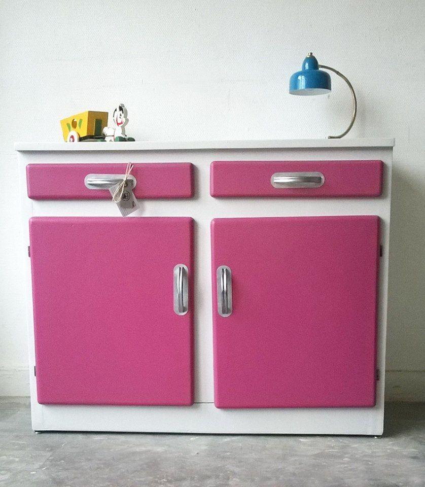 Buffet de cuisine des années 50 repeint en rose framboise et gris ...