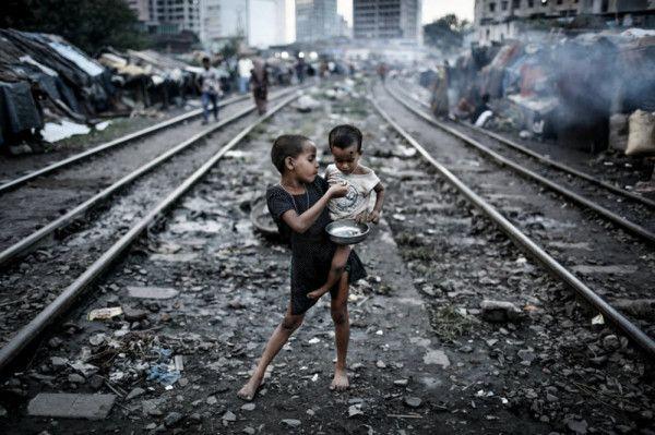 EyeTime Future Voices Jury Winner \\\ Turjoy Chowdhury \\\ Flowers of City Slums