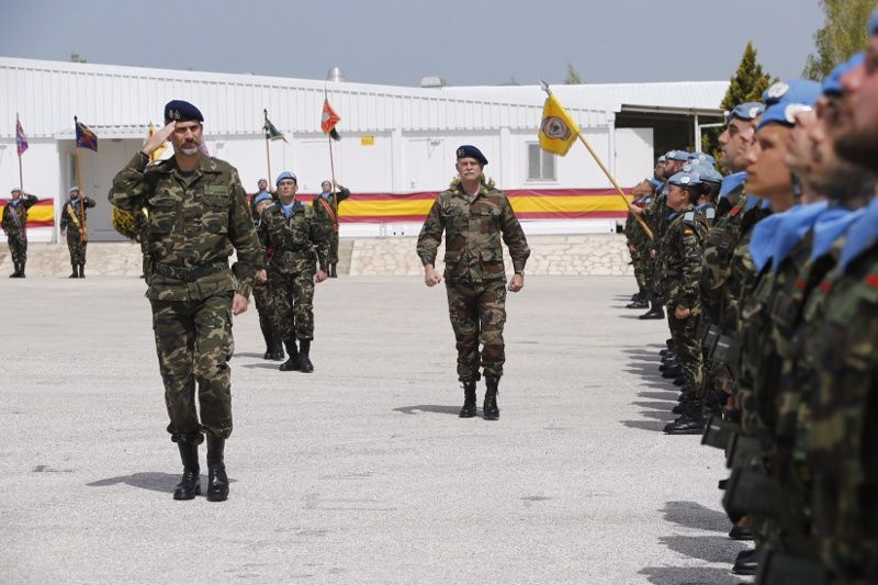 "Don Felipe pasa revista a las tropas Base Militar ""Miguel de Cervantes"". Marjayoun (Líbano), 08.04.2015"