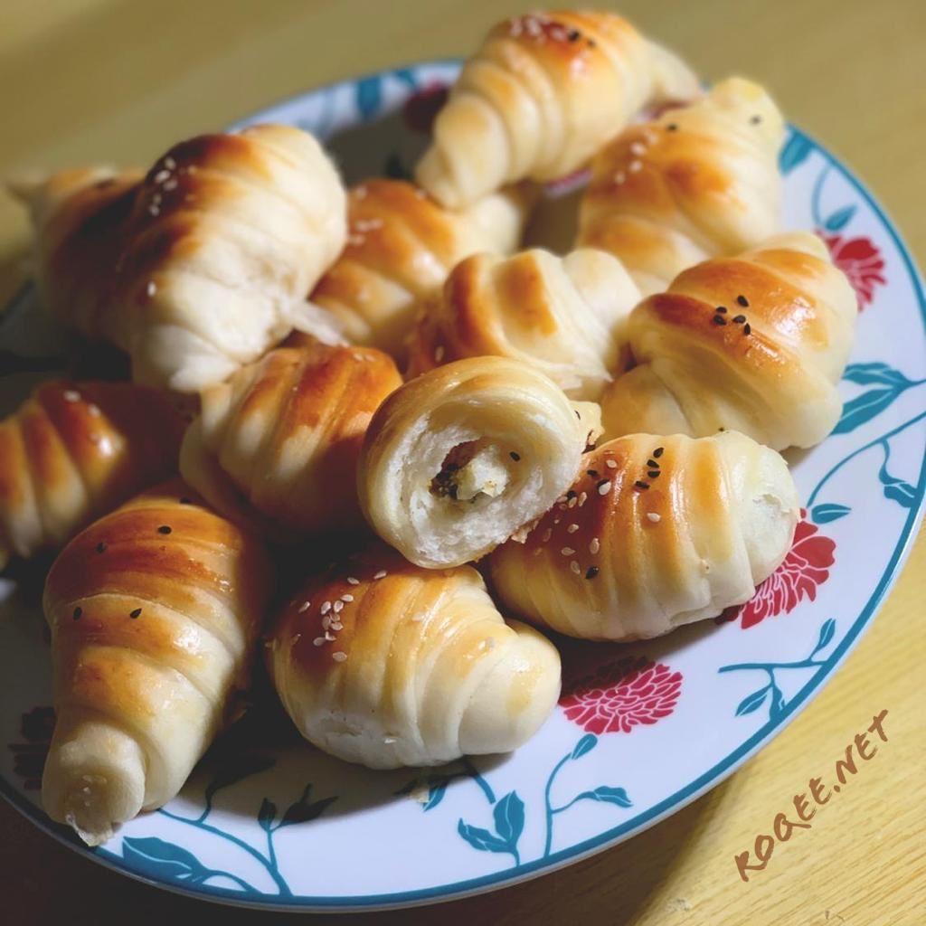 طريقة عمل كرواسون الجبن والزعتر ر قي Food Vegetables Garlic