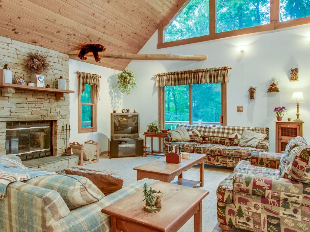 Dogfriendly cabin in the woods with hot tub, furnished