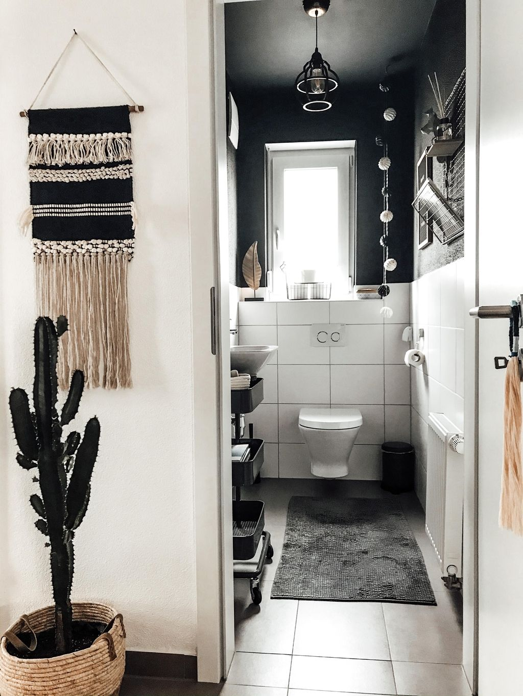 Unser schwarzes Gäste-WC 🖤 #schwarzewand #gästewc #bohostyle #hygge