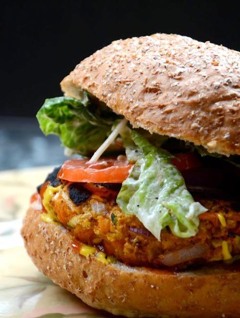 les 10 meilleures recettes de burgers v g tariens cuisine vegan crue pinterest hamburgers. Black Bedroom Furniture Sets. Home Design Ideas