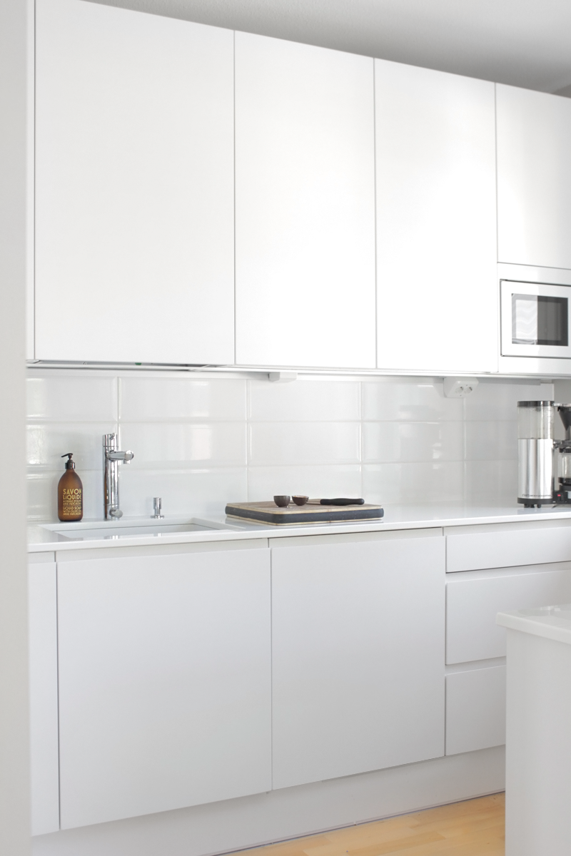 10 Kitchen And Home Decor Items Every 20 Something Needs: Simple White Kitchen