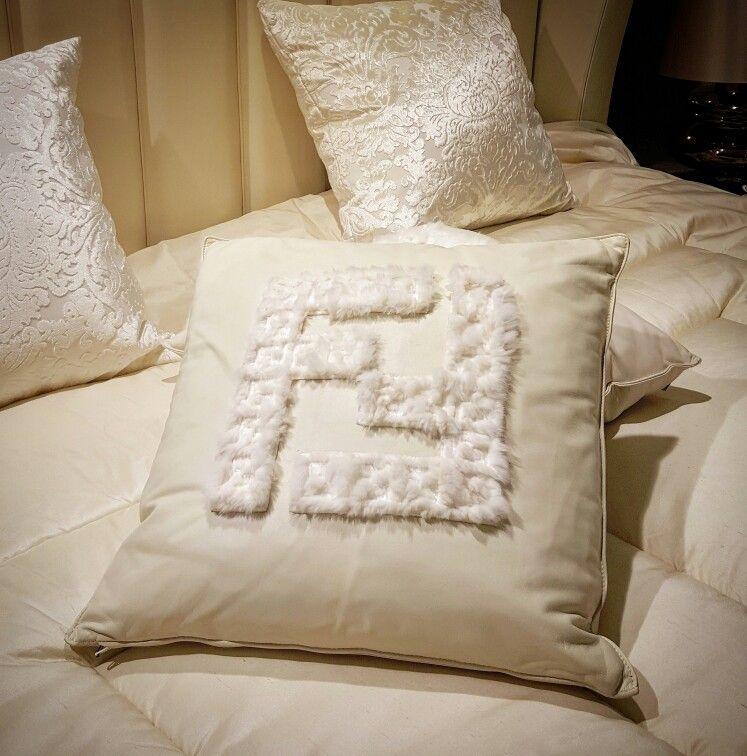Cuscini Fendi Casa.Dekorativnaya Podushka Ot Fendi Casa Luxury Home Decor Fendi Casa
