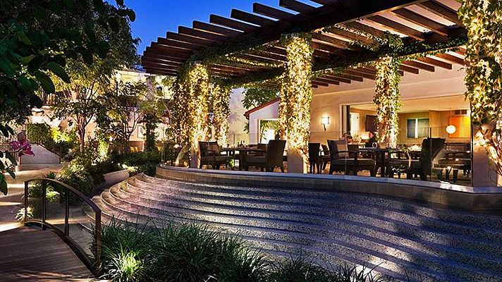 The Best Restaurants To Dine With The Stars In Los Angeles West Hollywood Hotels Hotel Sunset Los Angeles Hotels