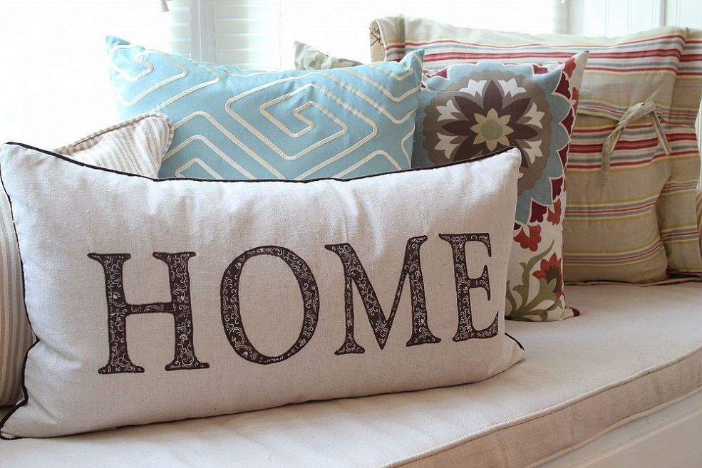 DIY:: Easy To Make Accent Pillows!