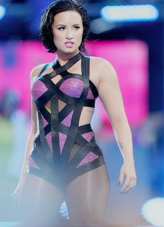 Demi Lovato performing u201cCool for the Summeru201d at the MTVu2019s Video Music Awards on August 30th ...