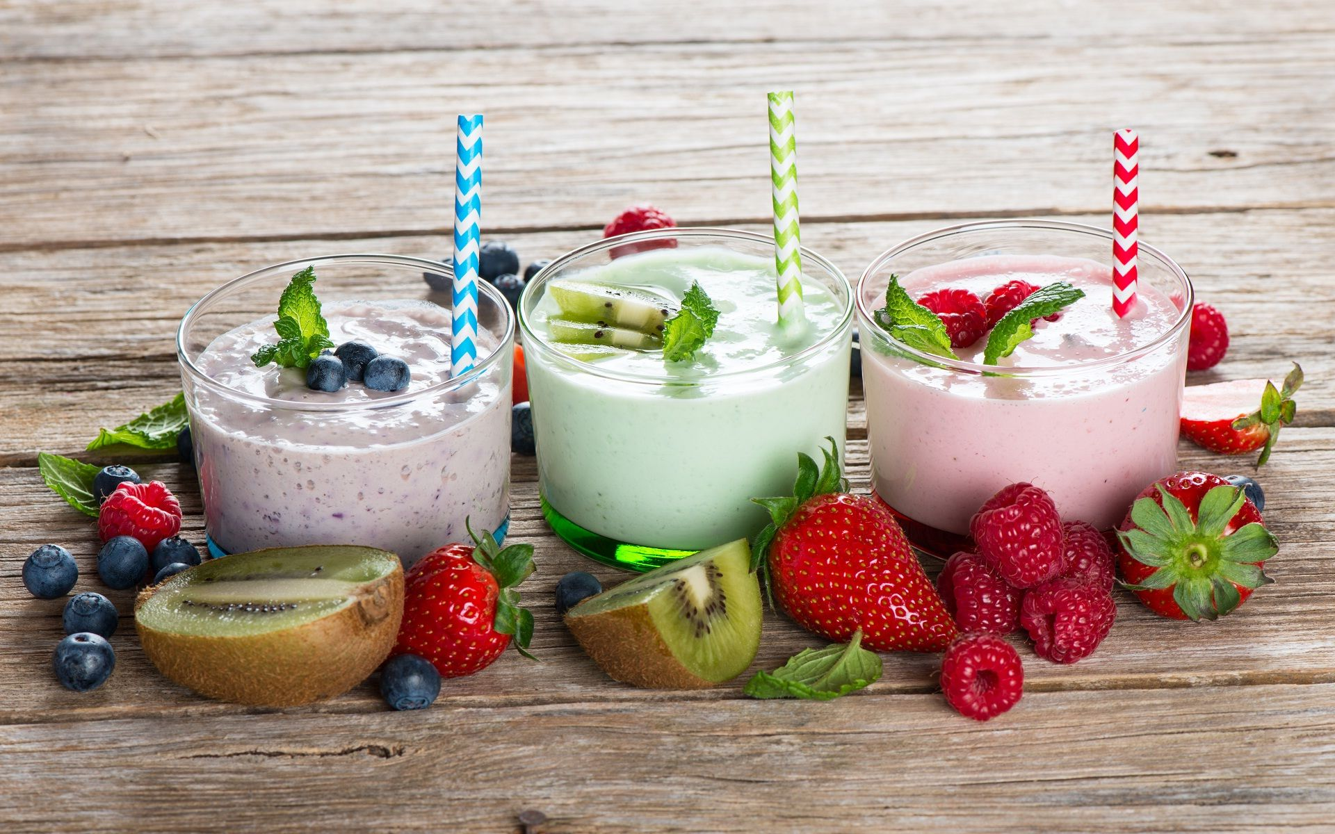 Fresh juice and cream mouth watering foods wallpaper in