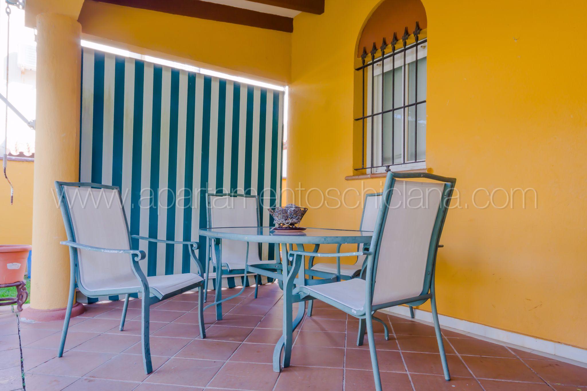 Casa con jard n privado y aire acondicionado apartamentos en conil ofertas de alquiler - Casas de alquiler vacacional en cadiz ...