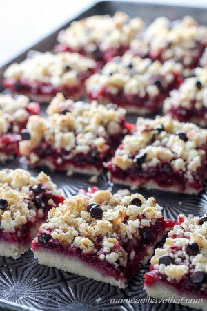 Cranberry Walnut Crumb Bars are easy to make and super delicious! | Low Carb, Gluten-free, Dairy-free option, Paleo, Keto, THM | lowcarbmaven.com