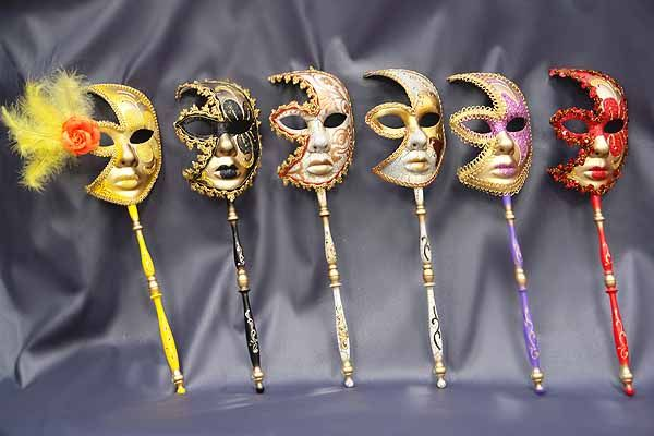 Craft Ideas And Wall Decorations Making Masquerade Ball Masks Masquerade Ball Decorations Masquerade Decorations Masquerade Centerpieces