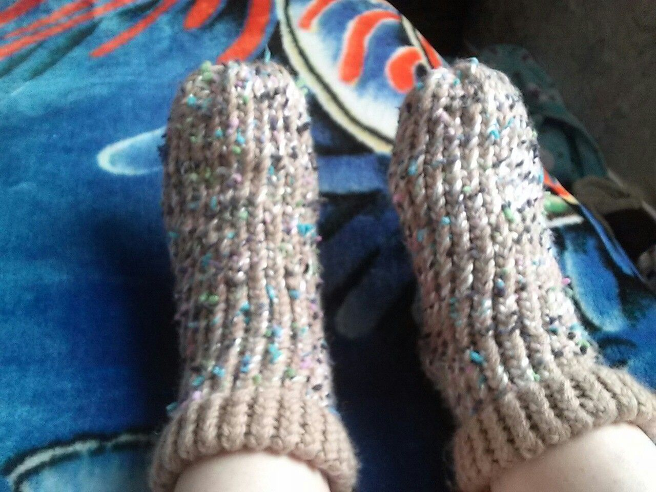 Loom knit on blue knifty knitter. Slipper socks.toasty toes ☺ Easy ...