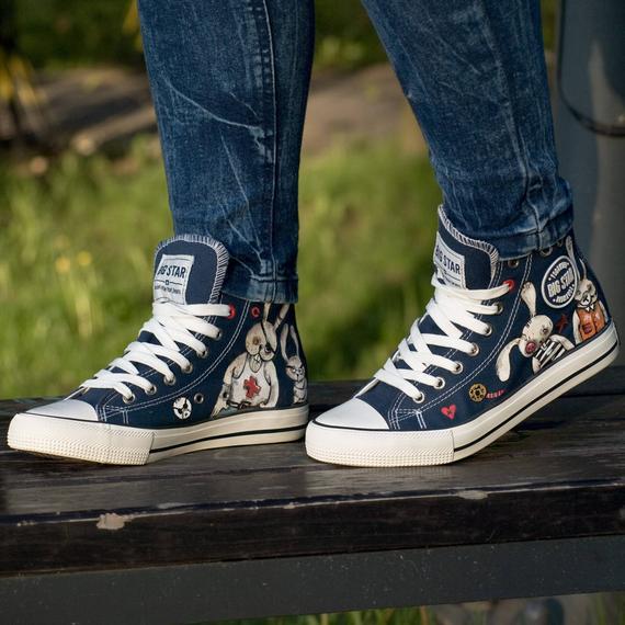 e3df81789d8a CUSTOM WEDDING CONVERSE Chucks. Converse customized. Painted shoes wedding  party gift. Women s weddi