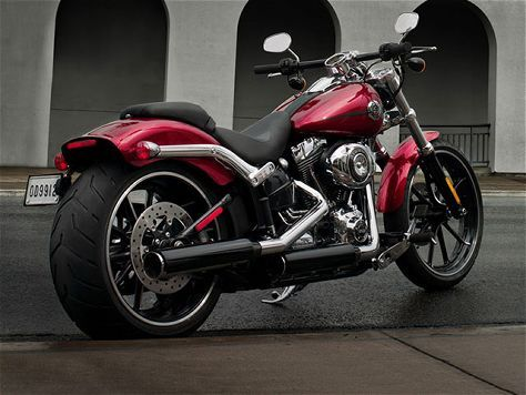 New Harley-Davidson Breakout Debuts In Daytona - Motorcycle Cruiser Magazine.     I believe I found my next bike ;-)