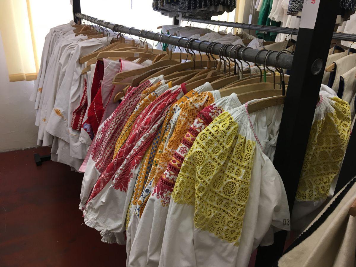 d8d7a473ef03 Požičovňa kostýmov a krojov v Martine zhromažďuje okolo 1500 krojov. Ľudia  si ich požičivajú aj