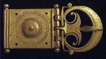 F33: roman belt buckle. I-II century AD. material: Bronze