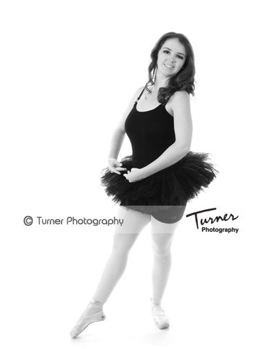 Pretty Ballerina Pose - Senior Portrait Session taken by Turner Photography, Venice, Florida #turnerphotographystudio #seniorportraitphotographer #highschool #highschoolsenior #veniceflorida #venicehighschool #seniorpictures www.turnerflorida.com