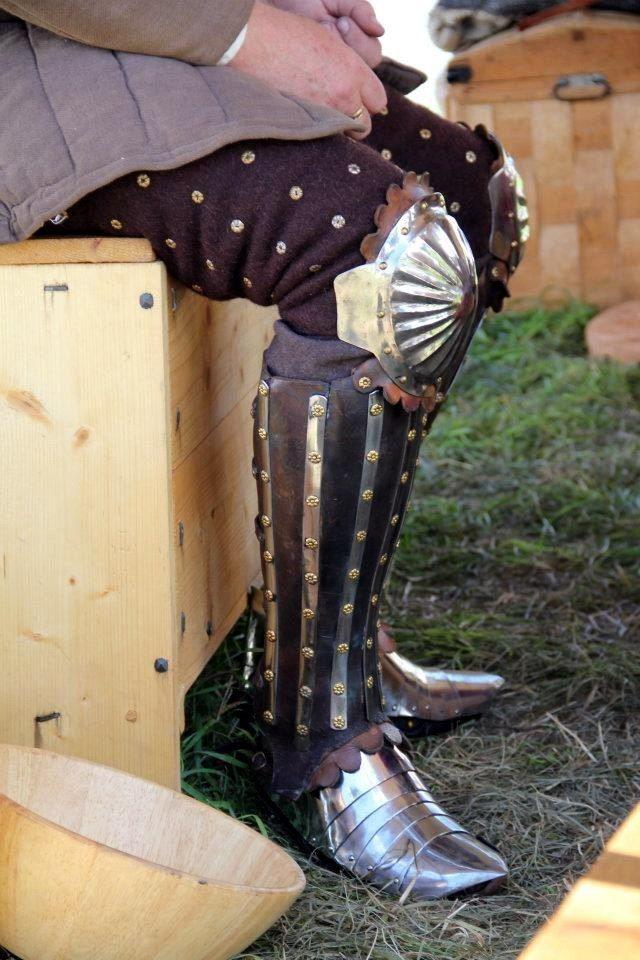 доспехи на ногах виды фото женском гардеробе
