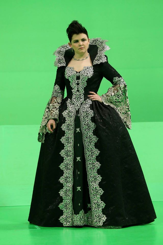 Dress like snow white from once upon a time